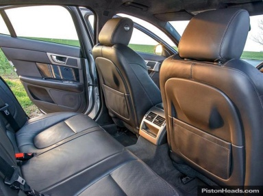 Rear legroom unaffected by sports seats**