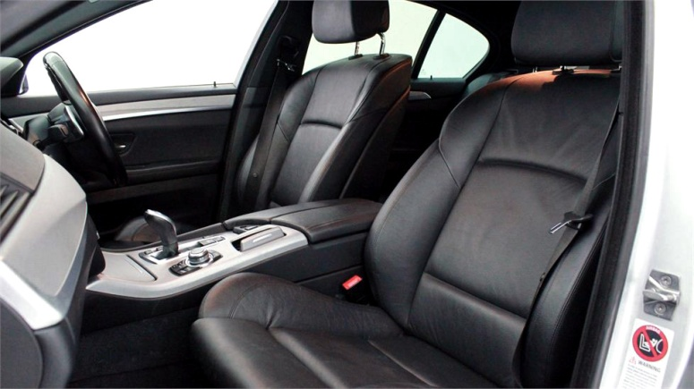 BMW 520i Front seats