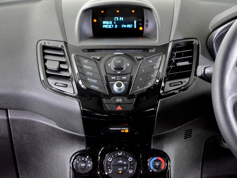 Fiesta Zetec 1.5 stereo