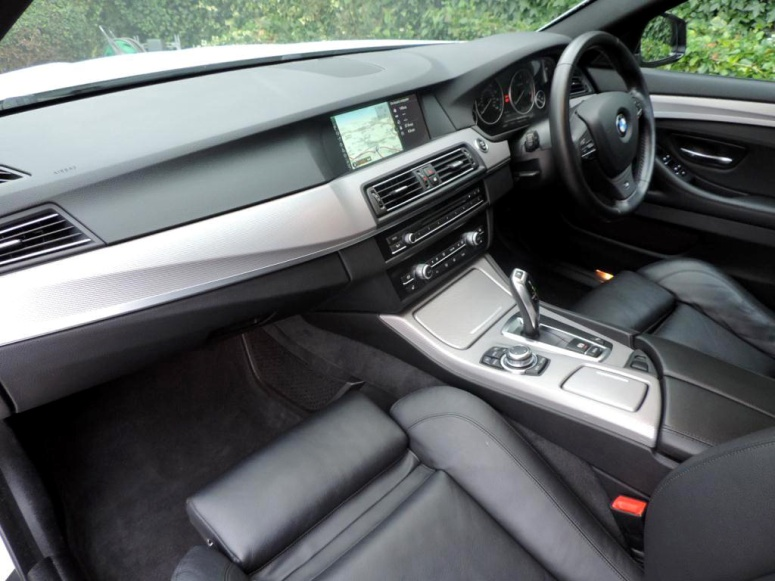 BMW 520i Interior Front