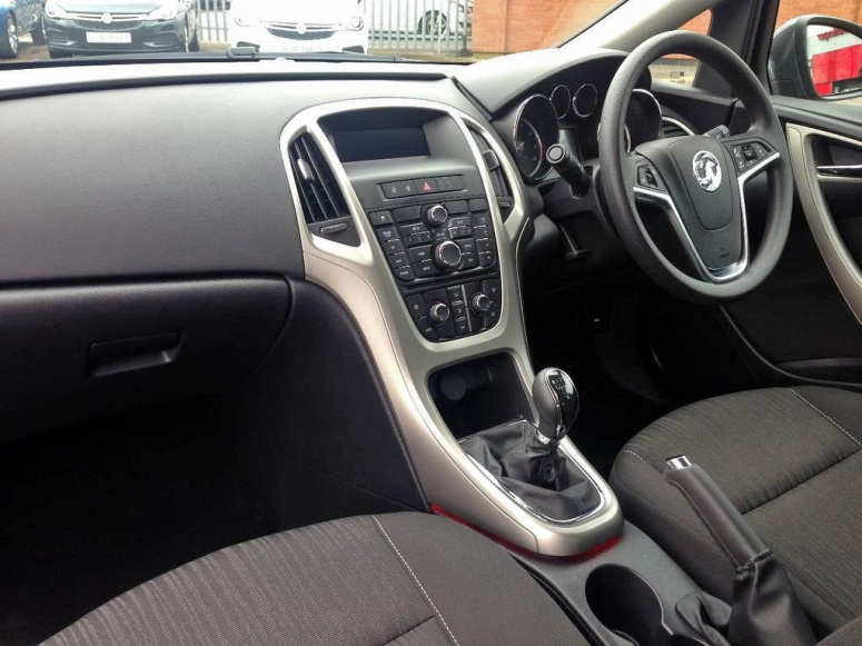 Vauxhall Astra interior front