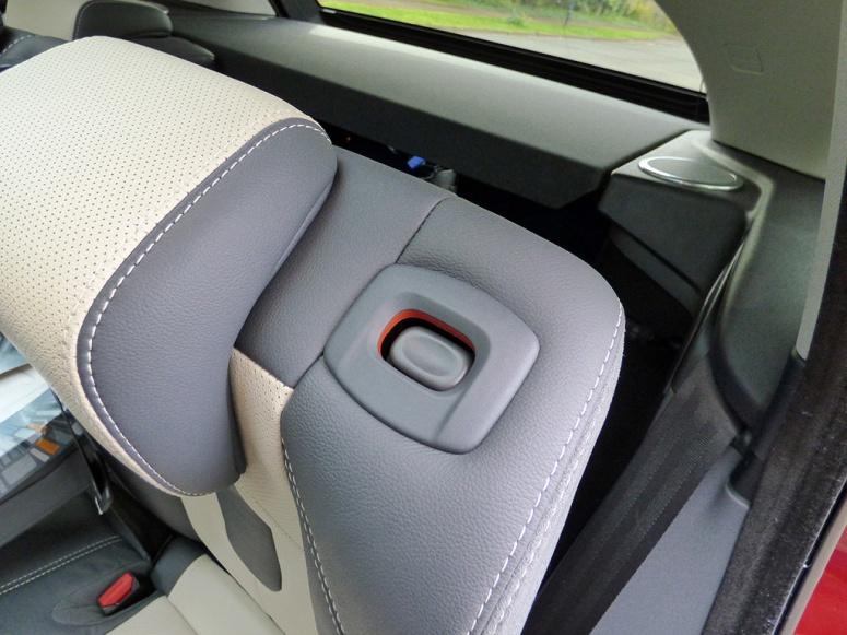 Range Rover Evoque folding rear seat