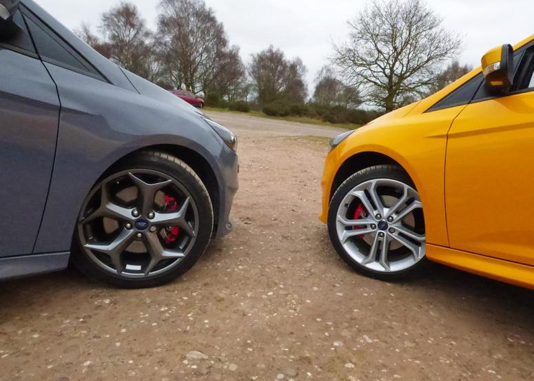 "Focus ST-3 18-inch standard wheel vs 19"" Style Pack"