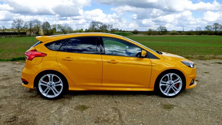 Focus ST facelift, Style pack, side view Tangerine Scream