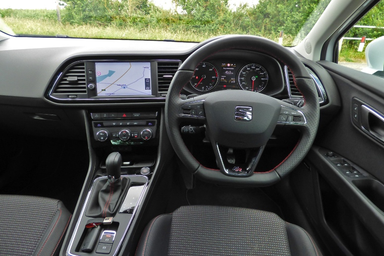 SEAT Leon FR Technology TDI driving position