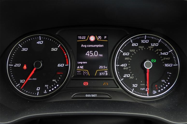 SEAT Leon TDI dials