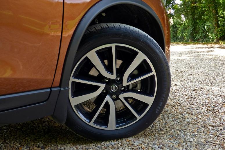 Nissan X-Trail Tekna wheel